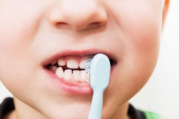 10 Consigli per il corretto spazzolamento dei denti